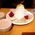 エッグスンシングス - ストロベリーパンケーキ