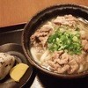 讃岐麺房 すずめ - 料理写真:肉うどんとおにぎり1個又さはいなり1個またわおでん1個か天ぷら1個