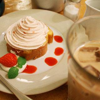 人気のケーキはお飲み物とセットでケーキが100円引きとお得に