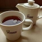 ミスタードーナツ - 紅茶  270円    ポットでサーブ。カップ1.2杯分ぐらい。高いと思う。