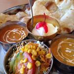 ナマステ - 料理写真:レディースセット エビ&野菜カレー、ハーフナン、サラダ、ハーバル、デザート