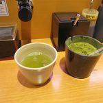 スシロー - 料理写真:セルフでお茶です
