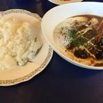 La Kasuga - Bランチ(ハンバーグステーキカレー)(他サラダ、スープ、ドリンク付)880円