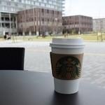 スターバックスコーヒー - テラス席でトリビュートブレンドTall