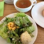 リジョイス - セットのサラダに野菜スープ:ポテサラ付きでテンション上がる(^^)
