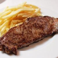 Steak frites / 牛ロース肉のステーキ フライドポテト添え
