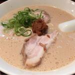 極上とんこつ・つけ麺 ガチトンラーメン - 濃厚豚骨ラーメン