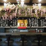 江戸東京小岩 創業昭和十一年 餃子の老舗 中華料理 永楽 - 店内は桜咲く