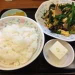 36870681 - 肉ニラ卵炒め