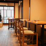 Osteria OLMO - 温かみある店内☆