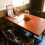 世界一暇なラーメン屋 - 奥のテーブル席