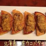 燦坐 - 北海道 生ウニバタートースト(2980円)はマフィンのバタートーストにたっぷりの生ウニ!濃厚なウニも贅沢だけど、下のバターの染みこんだマフィンがスッゴク美味し〜\(*^▽^*)/