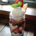 36956897 - 2015/4 春のシーズンメニュー、イチゴのトライフル。これまた絶品。デザート2種でお腹一杯、満腹御礼