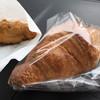 ベークハウス タッチ - 料理写真:クロワッサンとフライドチキン