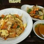 新華苑 - 料理写真:今日の日替わり「野菜炒め丼と酢豚850円」