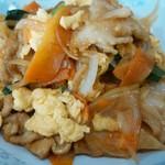 新華苑 - 料理写真:野菜炒めですがお肉と玉子がたっぷりでボリュームあります。
