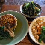 カイラスレストラン - 大豆の炊いたん+菊菜の和え物*豆腐のふわとろ焼き