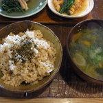カイラスレストラン - 玄米と味噌汁