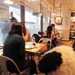 J.S. PANCAKE CAFE  - こちらのお店は2013年3月にOPENしたんだけど、 OPEN当初から人気で、待ち時間がすごかったの~ でも最近はちょっと落ち着いてきたかな?