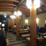 味司 野村 - 相席必至の長椅子テーブル席