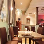 BINDI - 【'15/04/16撮影】店内のテーブル席の風景です