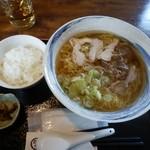 蕎麦屋やまぐち - 料理写真:肉中華(温)大盛とライス