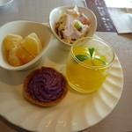 サンモリッツ - みかんのわらび餅、紫芋のタルト、ズッパインクレーゼ、ゼリー