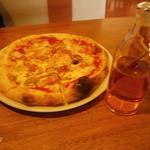 カプリチョーザ - ピザにはオリーブオイル付き