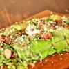 高原ロメインレタスとベーコン、半熟卵のシーザーサラダ