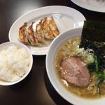 仙台っ子 - ランチタイムのラーメン餃子セット 810円ご飯はラーメン注文でサービス…本店と変わらず、ここの仙台っ子ラーメンも旨い!