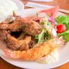 わだきん - 料理写真:わだきん(骨付きウインナー、天然エビフライ、地鶏