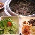 牛國 - 2015/2/13 サラダ、前菜、肉味噌ラー油