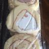 花月堂 - 料理写真:ロールケーキの切れ端!美味しいですよ!たくさん食べれちゃう。
