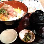 魚盛 - 海鮮ばくだん丼
