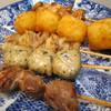 縁 - 料理写真:手前から、塩カシラハラミ串¥105&塩青じそつくね¥100&塩皮串¥96&ちびまるポテト4個¥202&五穀味噌鶏ひな串(たれ)¥100@'15.3.中旬