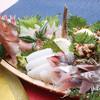 とと家 - 料理写真:舟盛り(※要予約。税込5,000円)●迫力ある豪快な舟盛りは、大人数で!