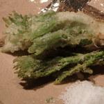 千翠 - 野菜の天ぷらが三点です。       まずはたらの目、やまぶどう、こしあぶら。
