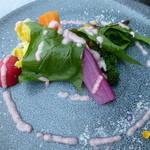 スラッシュカフェ - 季節の生野菜サラダ、クリュディティ