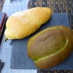 スラッシュカフェ - 人参パンと抹茶パン