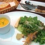 37306871 - セットのパンサラダかぼちゃの冷製スープ