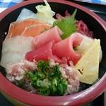 市場食堂 大晃 - 料理写真:おまかせ海鮮丼のアップ♪