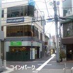 """麺Dining セロリの花 - 吉祥寺""""麺Diningセロリの花""""店舗とコインパーク位置(一通注意!)"""