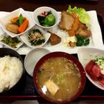 和風レストラン 憩 - 料理写真:本日のおばんざいプレート\1,400+漁師汁\200+税
