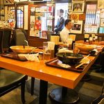 三佳屋 - テーブル席