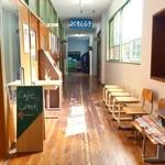 くもべ - カフェ入口付近の廊下