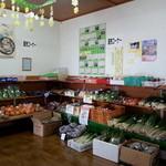 しんすい庵 - 奥には 地元産の 野菜などの 販売もしてます