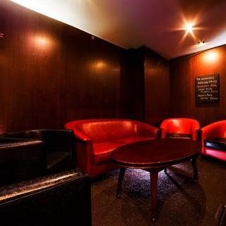 【個室】落ち着いた雰囲気を大切にしたソファ席