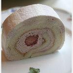 銀座千疋屋 - イチゴのロールケーキ