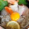 料理旅館  海若の宿 - 料理写真:旬魚五種と生しらすの海鮮丼
