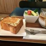 コージーコーヒー - 料理写真:日替わりトーストモーニング、今日は、レーズンブレッド